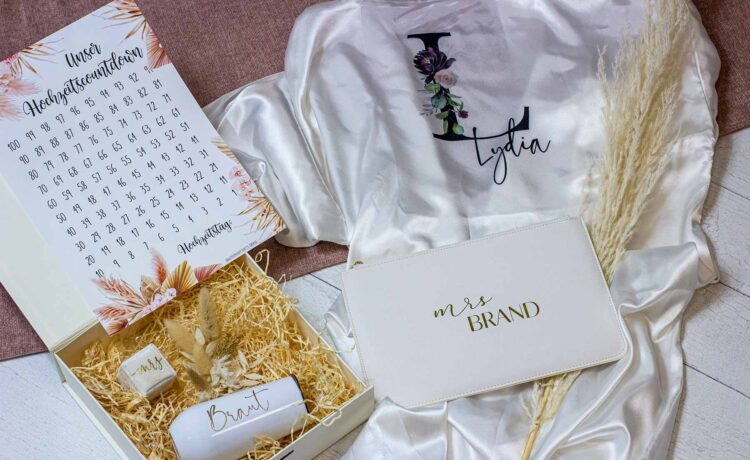 Put together a gift box for the bride, maid of honor & Co.