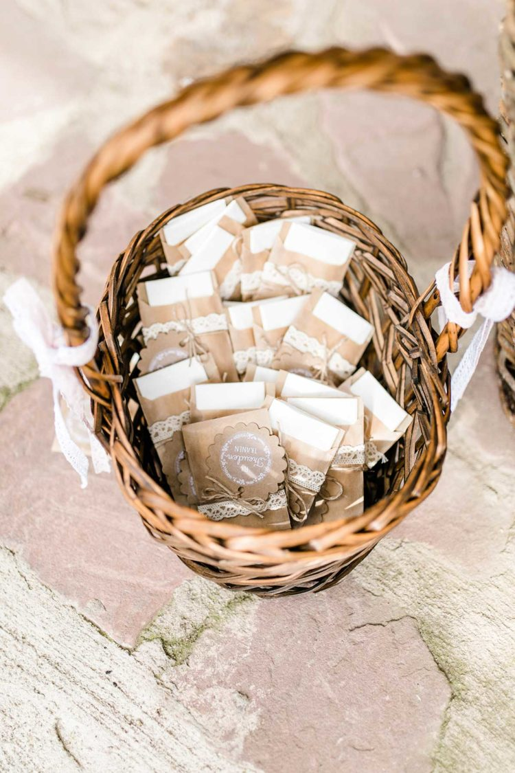 1632647586 412 Wedding gift tags ideas more - 🏷️ Wedding gift tags: ideas & more!