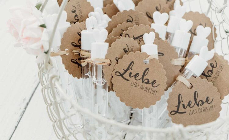 🏷️ Wedding gift tags: ideas & more!