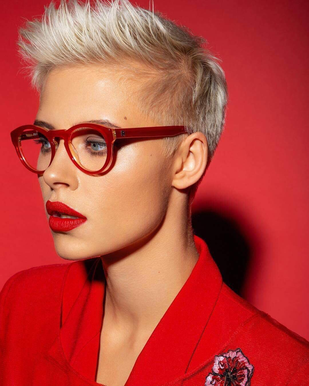 1632833073 104 The modern 10 hairstyles for beautiful women wearing glasses - The modern 10 hairstyles for beautiful women wearing glasses