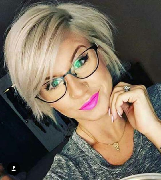 1632833073 207 The modern 10 hairstyles for beautiful women wearing glasses - The modern 10 hairstyles for beautiful women wearing glasses