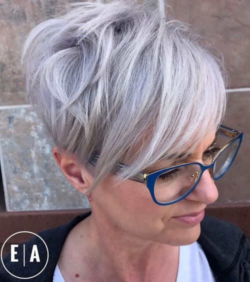 1632833073 964 The modern 10 hairstyles for beautiful women wearing glasses - The modern 10 hairstyles for beautiful women wearing glasses