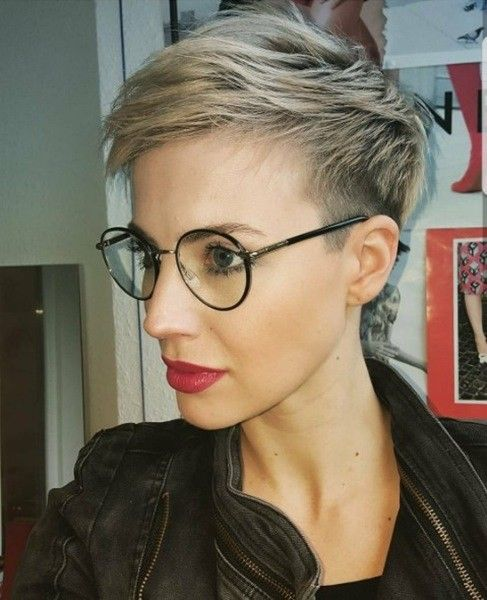 1632833073 996 The modern 10 hairstyles for beautiful women wearing glasses - The modern 10 hairstyles for beautiful women wearing glasses