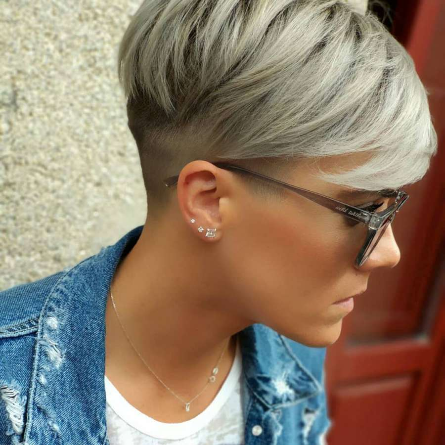 The modern 10 hairstyles for beautiful women wearing glasses - The modern 10 hairstyles for beautiful women wearing glasses
