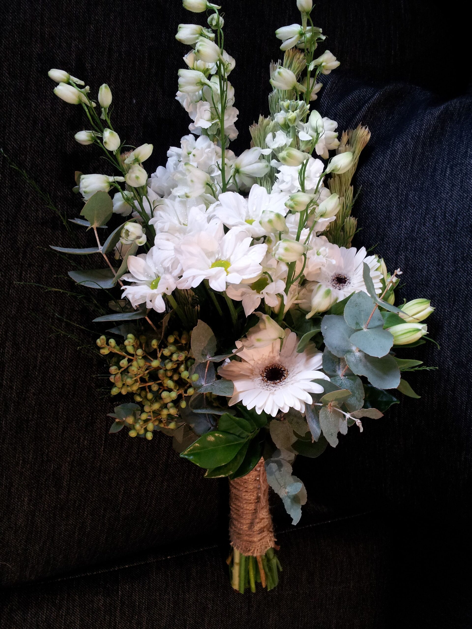 choose arm sheaf wedding bouquets for your wedding 3 scaled - Choose Arm sheaf wedding bouquets for Your Wedding