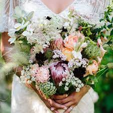 choose best wedding throw bouquet for your wedding 7 - Choose Best Wedding Throw Bouquet for Your Wedding