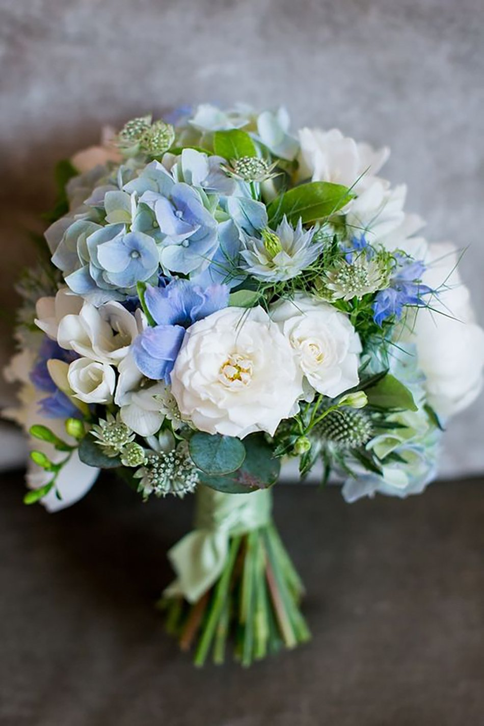 choose blue roses wedding bouquets for your wedding 4 - Choose Blue Roses Wedding Bouquets for Your Wedding