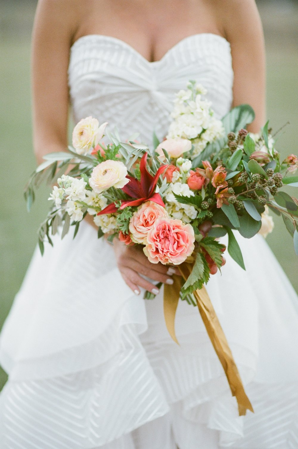 choose natural hand tied wedding bouquets for the wedding 1 - Choose Natural Hand Tied Wedding Bouquets for the Wedding