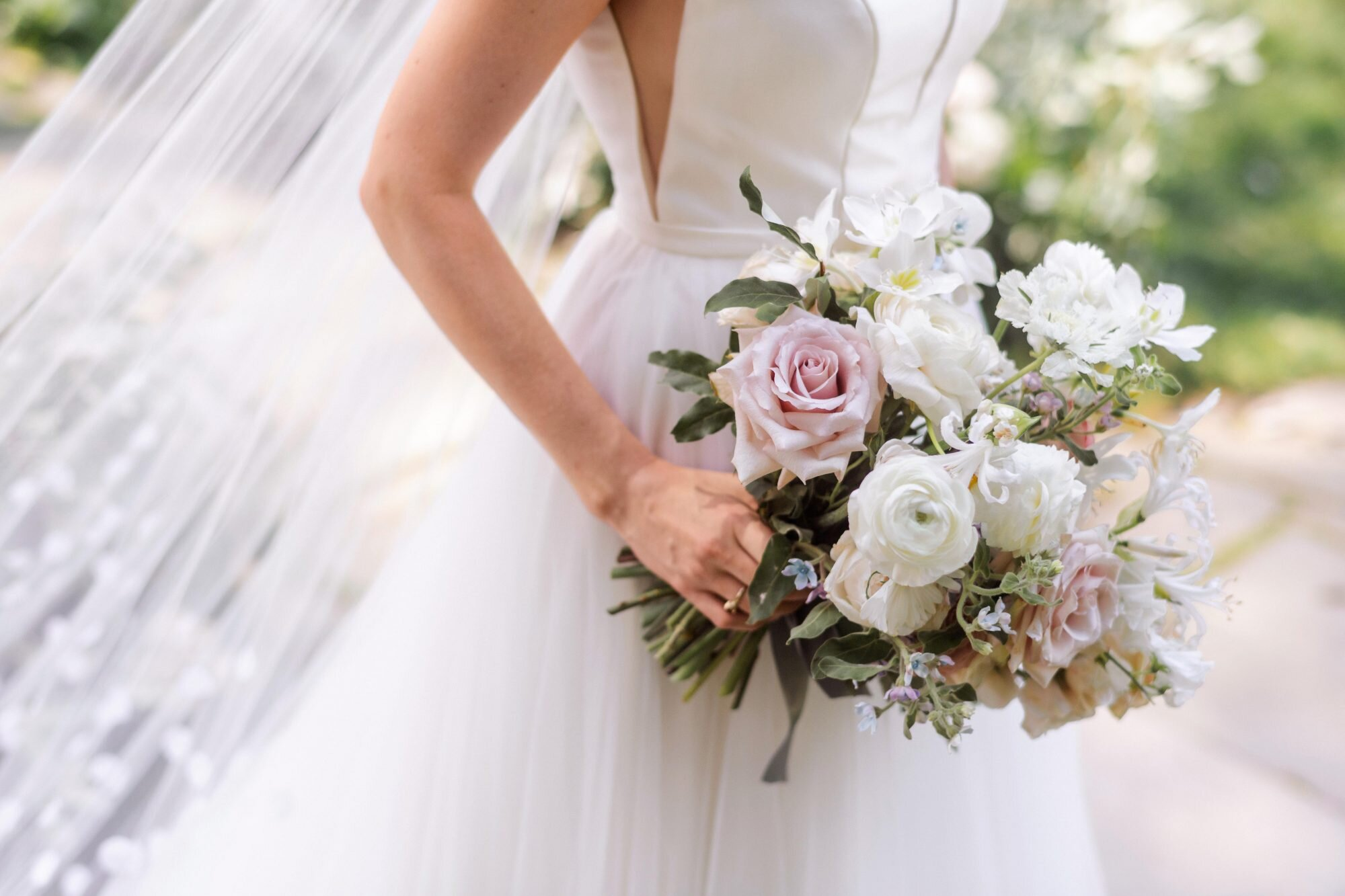 choose pink roses wedding bouquet for your wedding 4 - Choose Pink Roses Wedding Bouquet for Your Wedding
