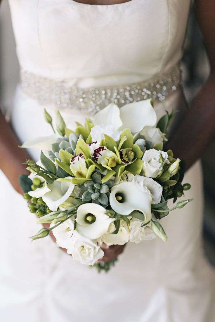 ideas for you to choose lilies wedding bouquet 10 1 - Choose Artificial Hand-tied Wedding Bouquet for the Wedding