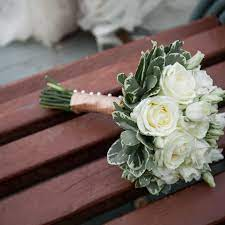 ideas for you to choose lilies wedding bouquet 11 1 - Choose Artificial Hand-tied Wedding Bouquet for the Wedding