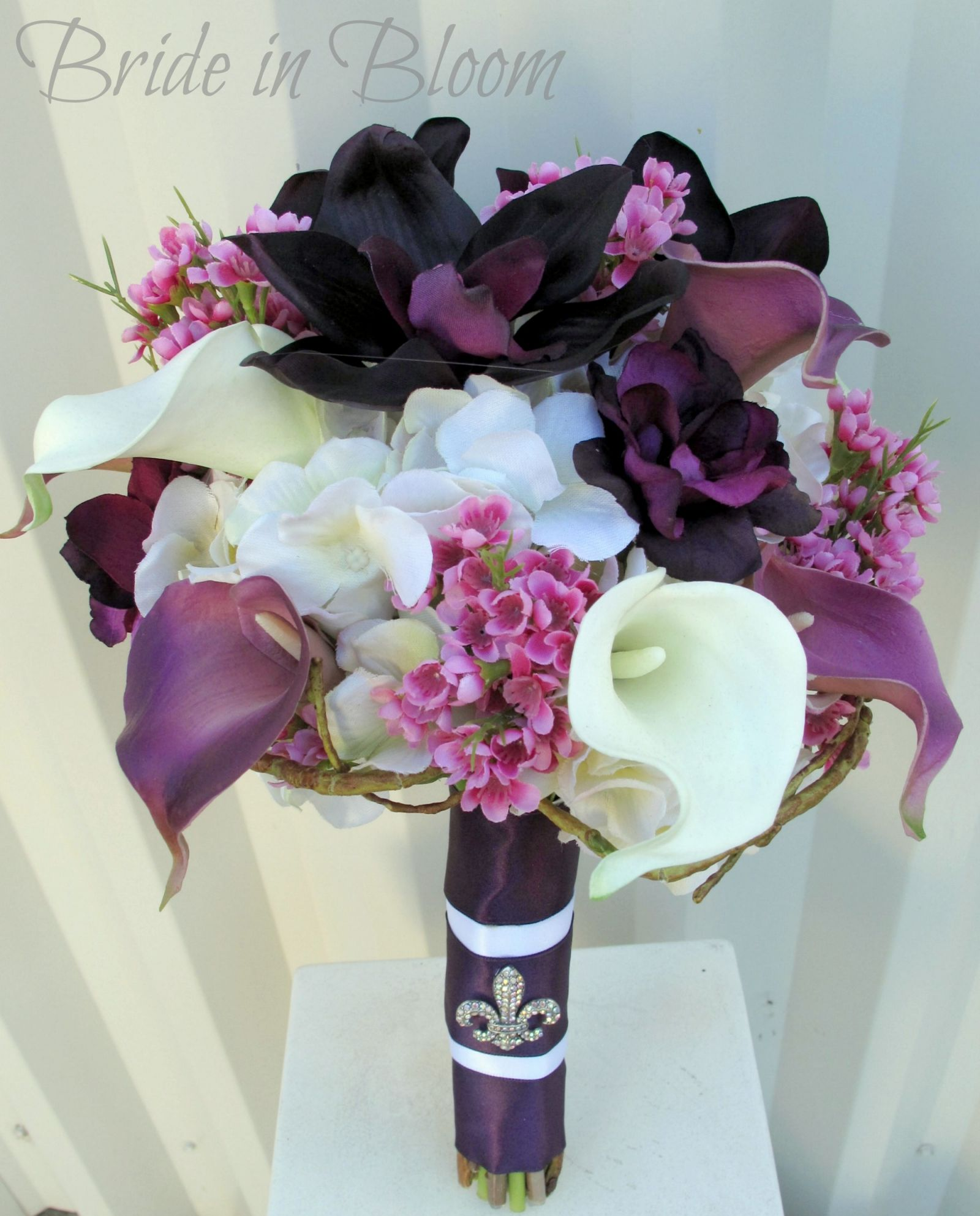 ideas for you to choose lilies wedding bouquet 2 1 - Choose Artificial Hand-tied Wedding Bouquet for the Wedding