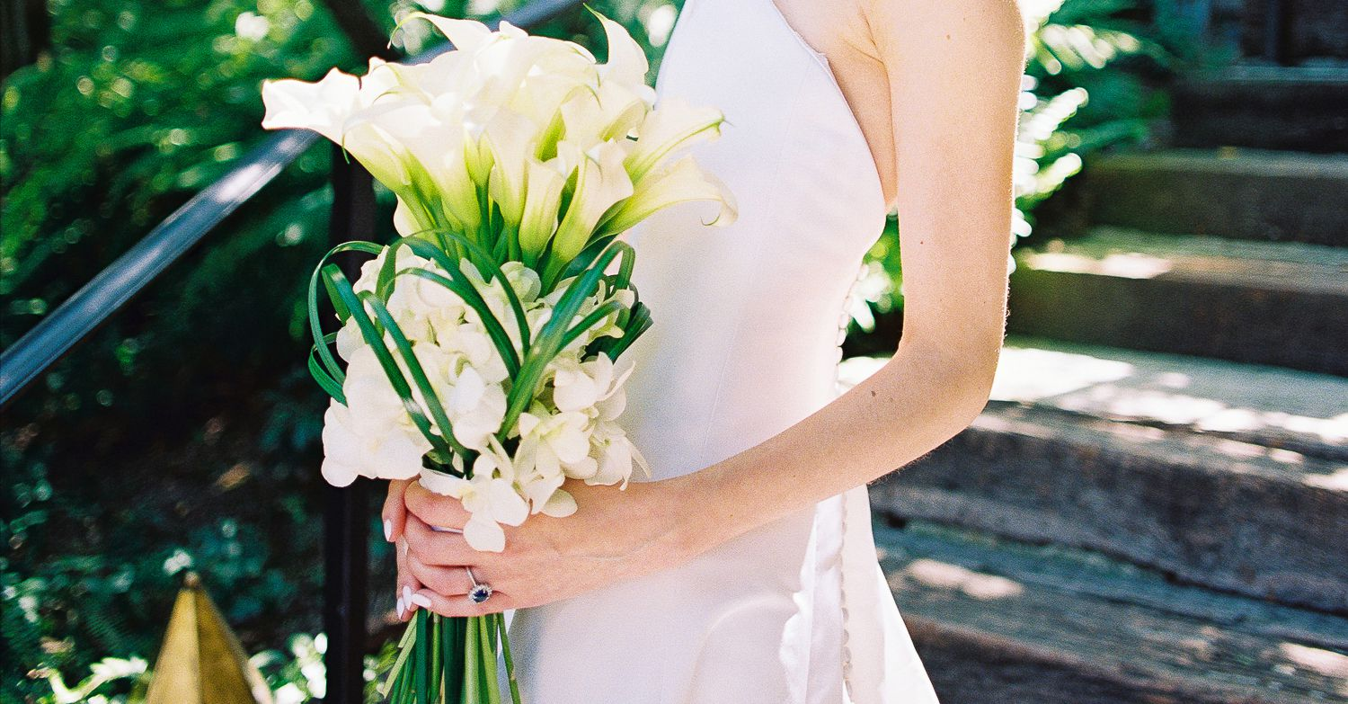 ideas for you to choose lilies wedding bouquet 5 1 - Choose Artificial Hand-tied Wedding Bouquet for the Wedding