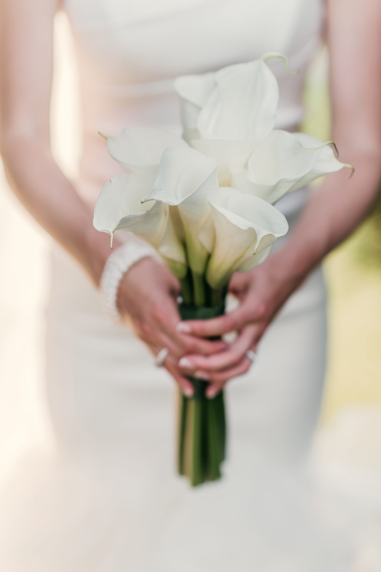 ideas for you to choose lilies wedding bouquet 7 1 - Choose Artificial Hand-tied Wedding Bouquet for the Wedding