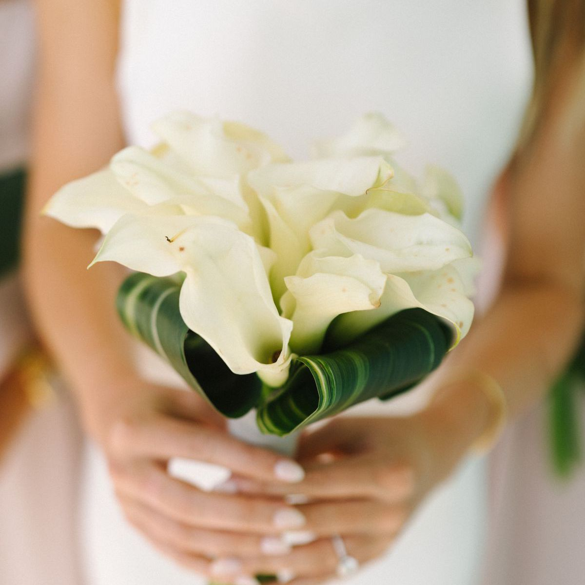 ideas for you to choose lilies wedding bouquet 9 1 - Choose Artificial Hand-tied Wedding Bouquet for the Wedding