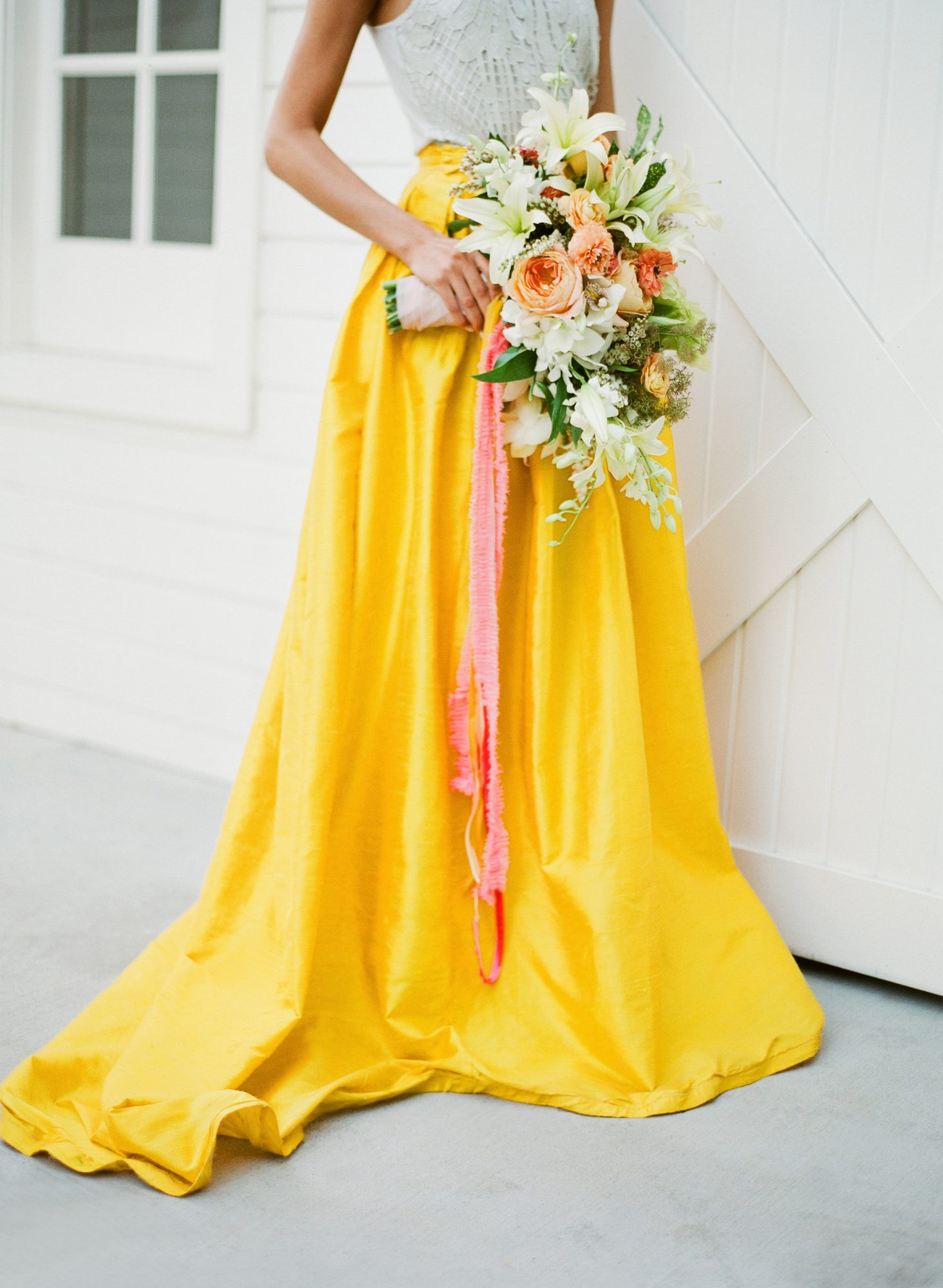 ideas to choose yellowish wedding bouquets for you 1 - Ideas to Choose Yellowish Wedding Bouquets for You