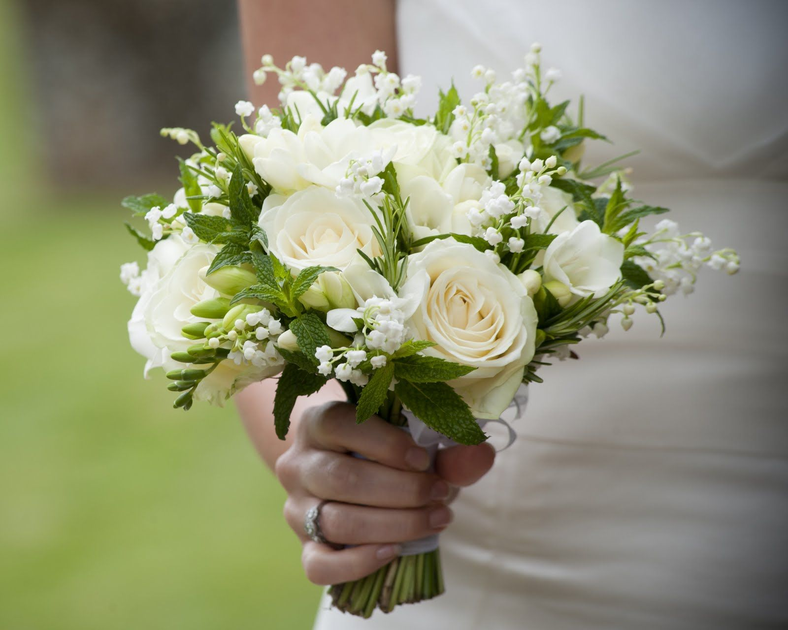 silk wedding bouquets to choose for the classy bridal 3 - Silk Wedding Bouquets to Choose for The Classy Bridal