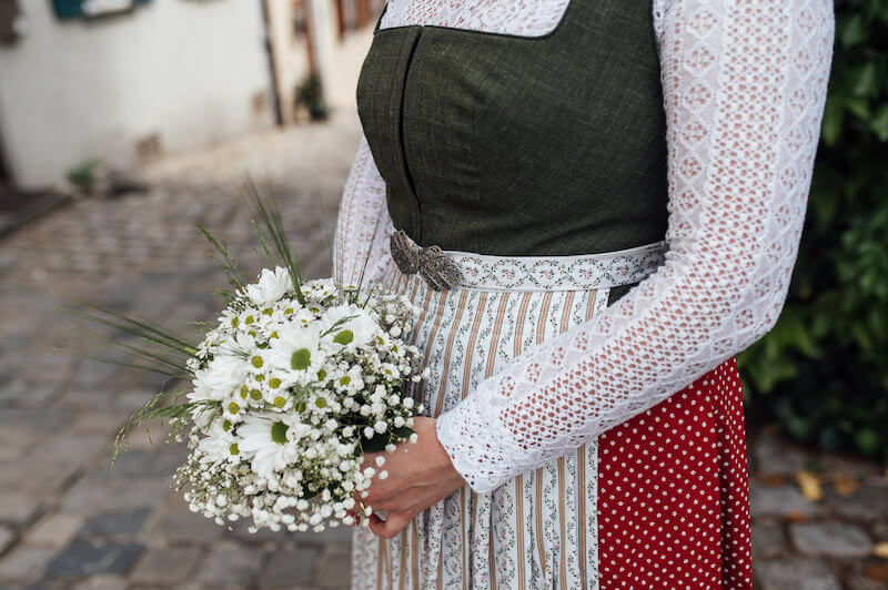 1633428260 13 Bridal styling in traditional costume ideas for modern dirndl - Bridal styling in traditional costume - ideas for modern dirndl brides