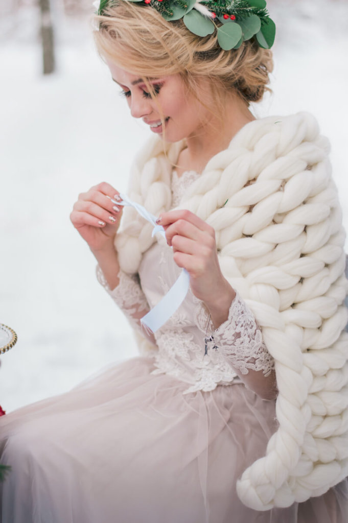 1633428260 925 Bridal styling in traditional costume ideas for modern dirndl - Bridal styling in traditional costume - ideas for modern dirndl brides